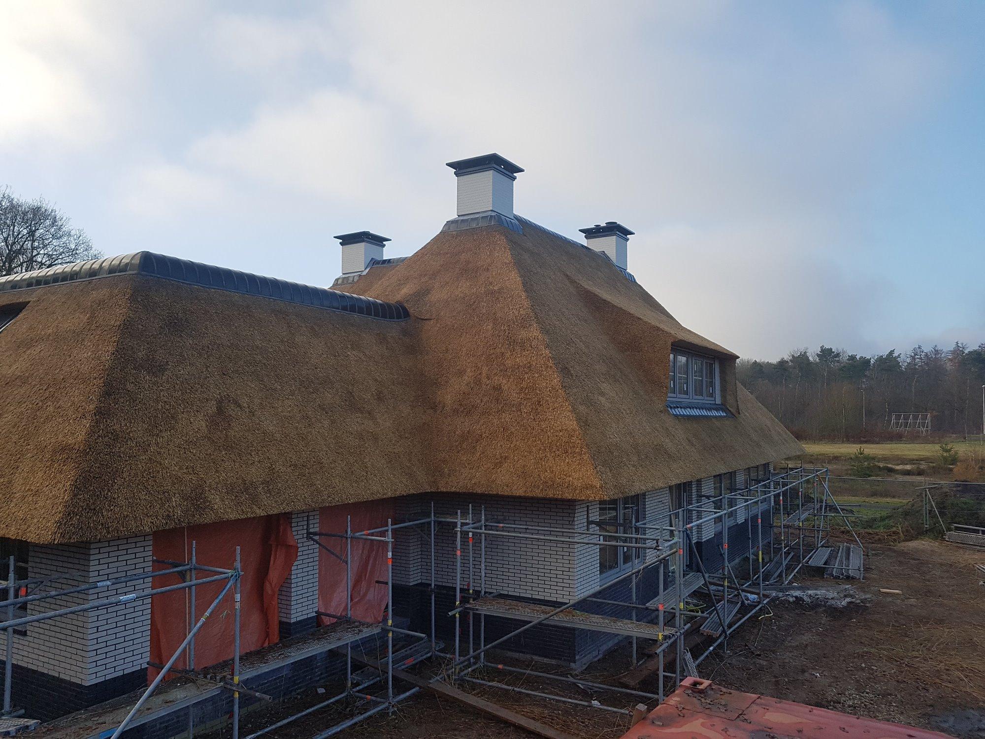 Rieten dak nieuwbouw villa te apeldoorn door zantingh for Boerderij te koop apeldoorn